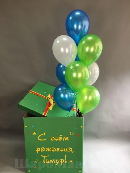 огромная коробка с шарами